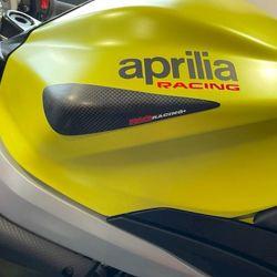 Sliders de réservoir R&G RACING - carbone Aprilia RS 660